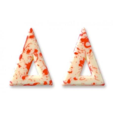 Triunghiuri albe din ciocolata cu pete rosii